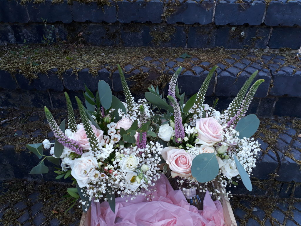 Bouquet delivery on the way to the charming Granary room at Park Farm