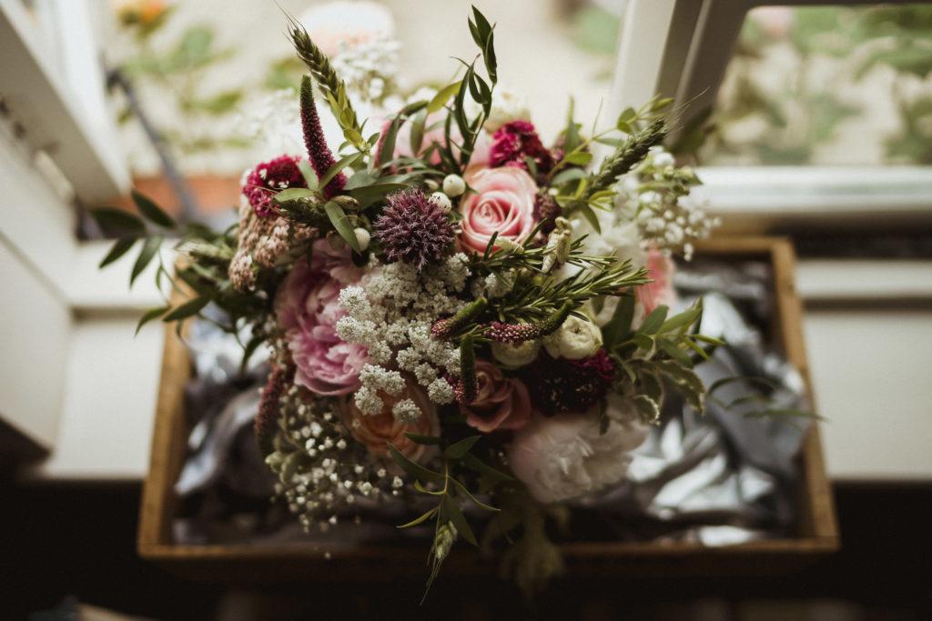 Bouquet delivery. Photo Gione da Silva