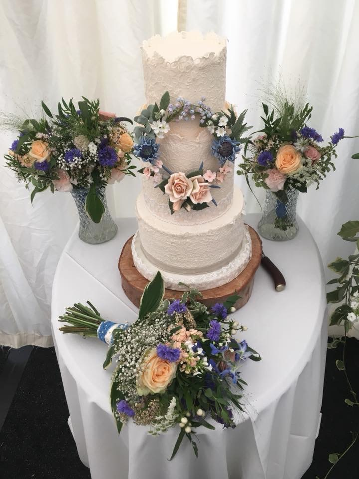 Beautiful cake matched well to the flowers