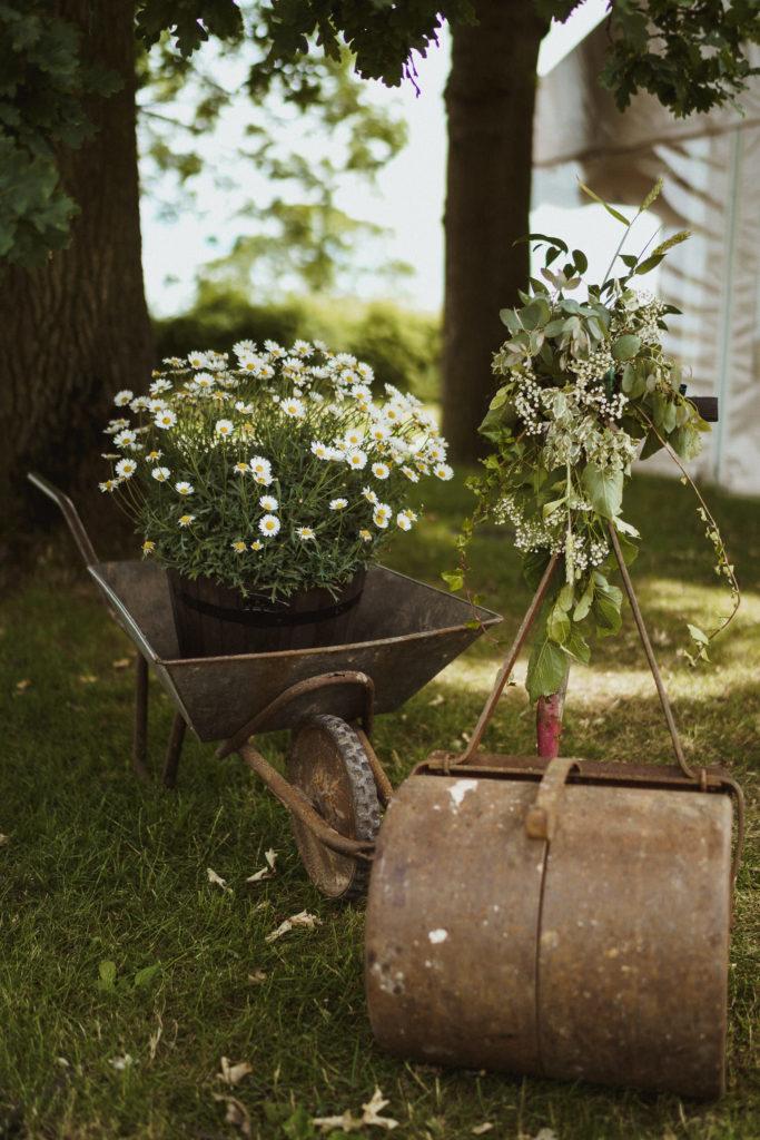 Country garden vibe.  Gione da Silva